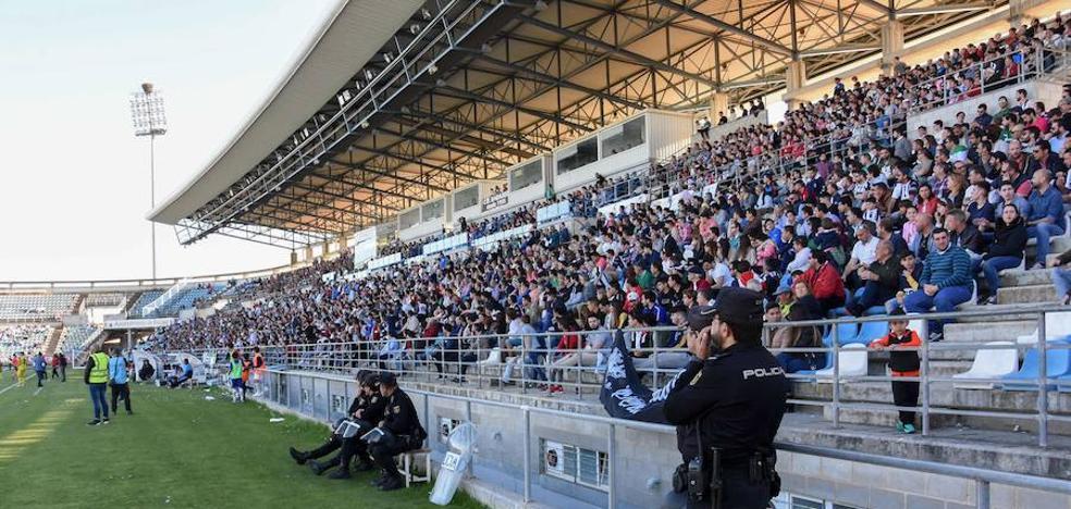 El Badajoz aspira a superar los 4.000 abonados