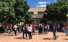 Los estudiantes extremeños afrontan la repetición de la EBAU con resignación, nervios y «cabreo»