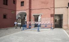 Acordonan un acceso a la Plaza Alta de Badajoz por el riesgo de caída de cascotes