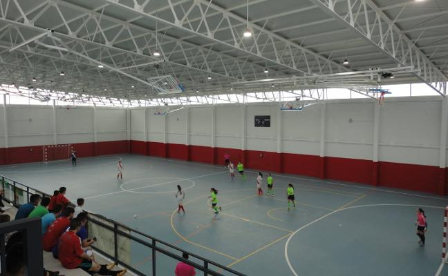 Inaugurado el pabellón de deportes de Montehermoso tras más de quince años de obras