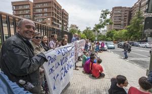 Los padres del Hernández Pacheco llevan su protesta hasta el Defensor del Pueblo