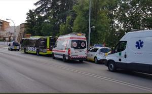 Tres heridos en Badajoz en el choque de un autobús y un coche