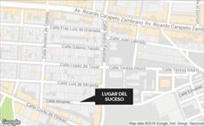 Sorprende a dos mujeres robando en su piso de Badajoz y las encierra en el balcón