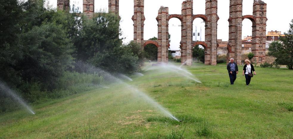 Vuelve el riego de las zonas verdes y el agua a las fuentes de Mérida