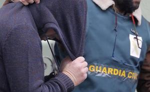 La madre de Diana Quer, durante la reconstrucción del crimen: «Tener tan cerca al asesino es muy duro»