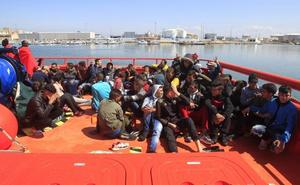 Ascienden a 435 los rescatados y cuatro cadáveres recuperados de 53 pateras en el Estrecho