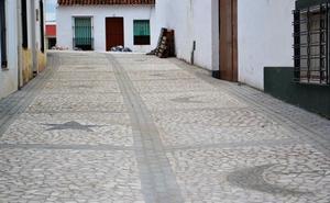 Finalizan las obras de empedrado de la calle del Castillo en Villanueva del Fresno