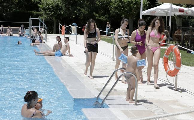 Las altas temperaturas aumentan la afluencia a las piscinas en Cáceres