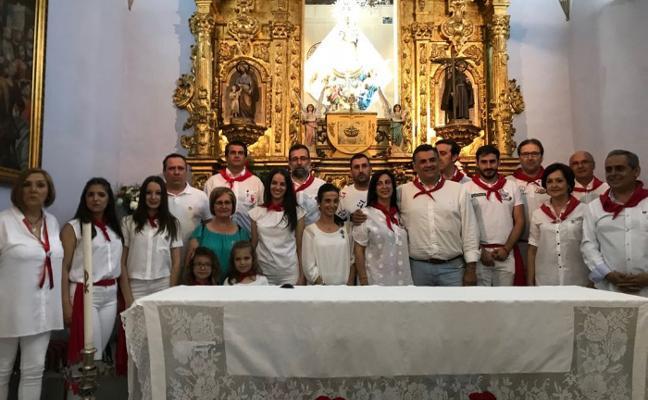 Los abanderados de San Juan piden protección a la Virgen en Coria