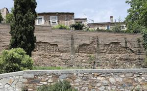 Cáceres mantendrá el uso privado de la muralla aunque sea bien municipal