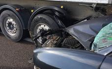 Un herido leve en un choque entre un coche y un camión en la A-5, entre Mérida y Badajoz