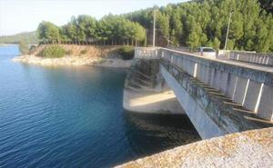 Muere el niño al que hallaron flotando en un embalse de Castellón