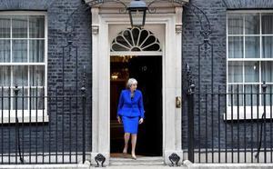 Theresa May confunde de nuevo a sus perseguidores y sobrevive