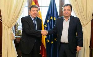 Vara pide apoyo para el campo extremeño al ministro Luis Planas