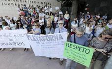 Apoyan a la directora del colegio San Francisco, que declara hoy en el juzgado