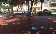 La plaza de Italia de Cáceres estrena zona de juegos infantiles