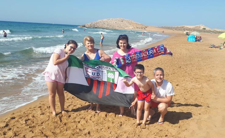 La afición del Extremadura y su viaje por la ilusión a Cartagena