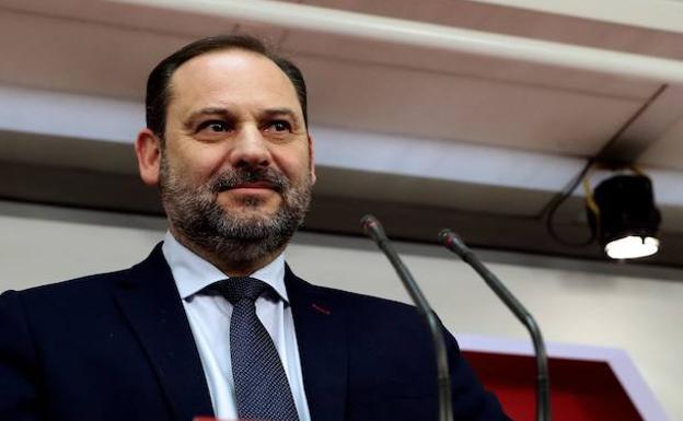 El ministro de Fomento afirma que trabajará para cambiar la situación del tren en Extremadura