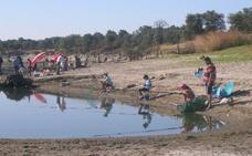 Crean un nuevo coto de pesca en la charca de las Cañadas
