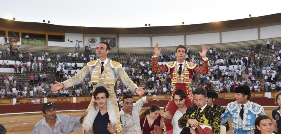 Enrique Ponce y Ginés Marín maquillan con su triunfo una nueva mansurrada de Zalduendo