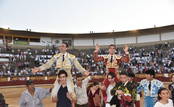 Enrique Ponce y Ginés Marín, puerta grande en Badajoz