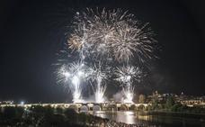Las mejores imágenes de los fuegos artificiales de la Feria de Badajoz