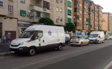 Trasladan al hospital a tres personas por inhalación de humo en un incendio en Cáceres