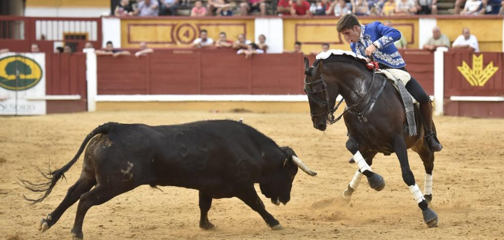 Los Hermoso de Mendoza salen a hombros en una tarde en familia en Badajoz