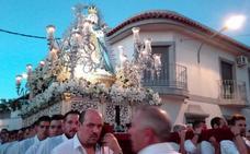 La Virgen de la Piedad de Almendralejo lucirá el manto blanco en la procesión de bajada