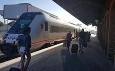 Una avería en el tren que une Badajoz y Alcázar obliga a los viajeros a cambiar de convoy en Don Benito