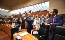 La oposición critica la avalancha de leyes que propone Vara