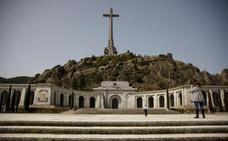 Sánchez insinúa que la exhumación de los restos de Franco será en julio