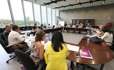 Educación contratará a 125 profesores para implantar las 19 horas el próximo curso