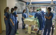 El SES calcula que necesita entre 100 y 150 sanitarios más para reducir la jornada