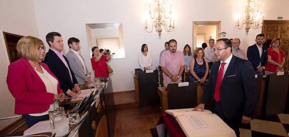 Cayetano Polo toma posesión como diputado con una llamada al «consenso»