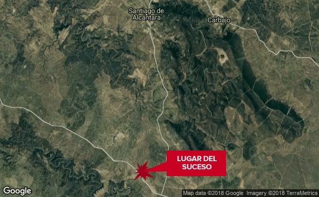 Muere una conductora en el choque de un coche y un camión cerca de Santiago de Alcántara