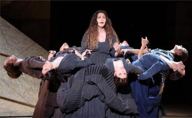 La 'Electra' lorquiana del Ballet Nacional triunfa en el Teatro Romano