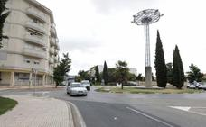 Un motorista de 51 años sufre policontusiones tras chocar con un coche en Cáceres