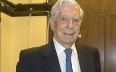 Vargas Llosa reaparece recuperado tras su caída