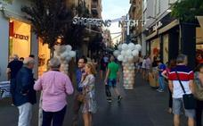 El Casco Antiguo y Menacho en Badajoz celebran una nueva 'Shopping Night' con conciertos y una suelta de globos