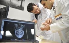 Los médicos alertan de la desigual distribución de especialistas en España