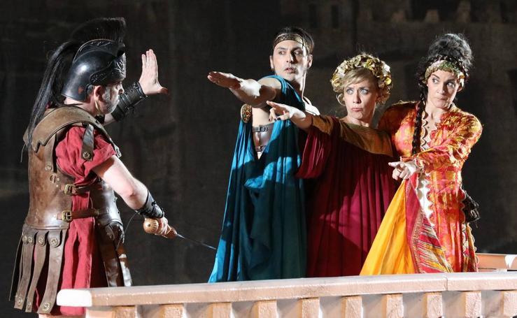 El público se entrega a la parodia de 'Ben-Hur' de la mano de Yllana