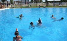 Deportes pone en marcha en Villanueva las escuelas acuáticas de verano