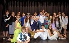 Un millar de personas asiste al musical 'Mamma Mia! en La Zarza
