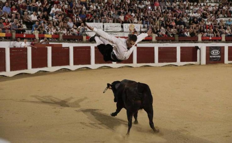 Concurso nacional goyesco de recortadores en Cáceres