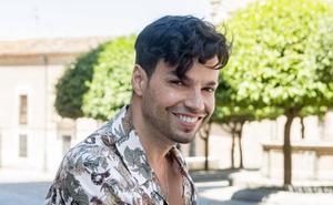 Paco Arrojo homenajea a Camilo Sesto con la banda municipal en Badajoz
