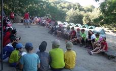 103 chavales participan este mes en el campamento de Cáritas en Villamiel