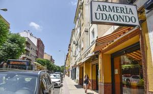 Los dos detenidos por la venta de visores ilegales regentaban una armería en Badajoz