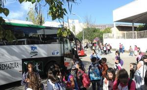 La Junta tramita este curso 53 expedientes por problemas en el transporte escolar