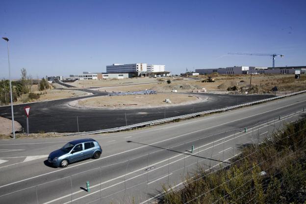 Nevado espera que el vial principal de acceso al nuevo hospital de Cáceres se ejecute a tiempo